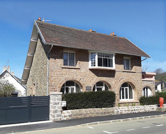 Le dispensaire, grand gîte à Perros-Guirec, Côtes d'Armor, Bretagne.