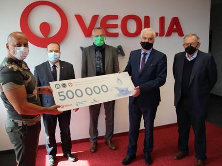 Půl milionu pro FNHK na plicní ventilátor a víc než milion na ochranné pomůcky