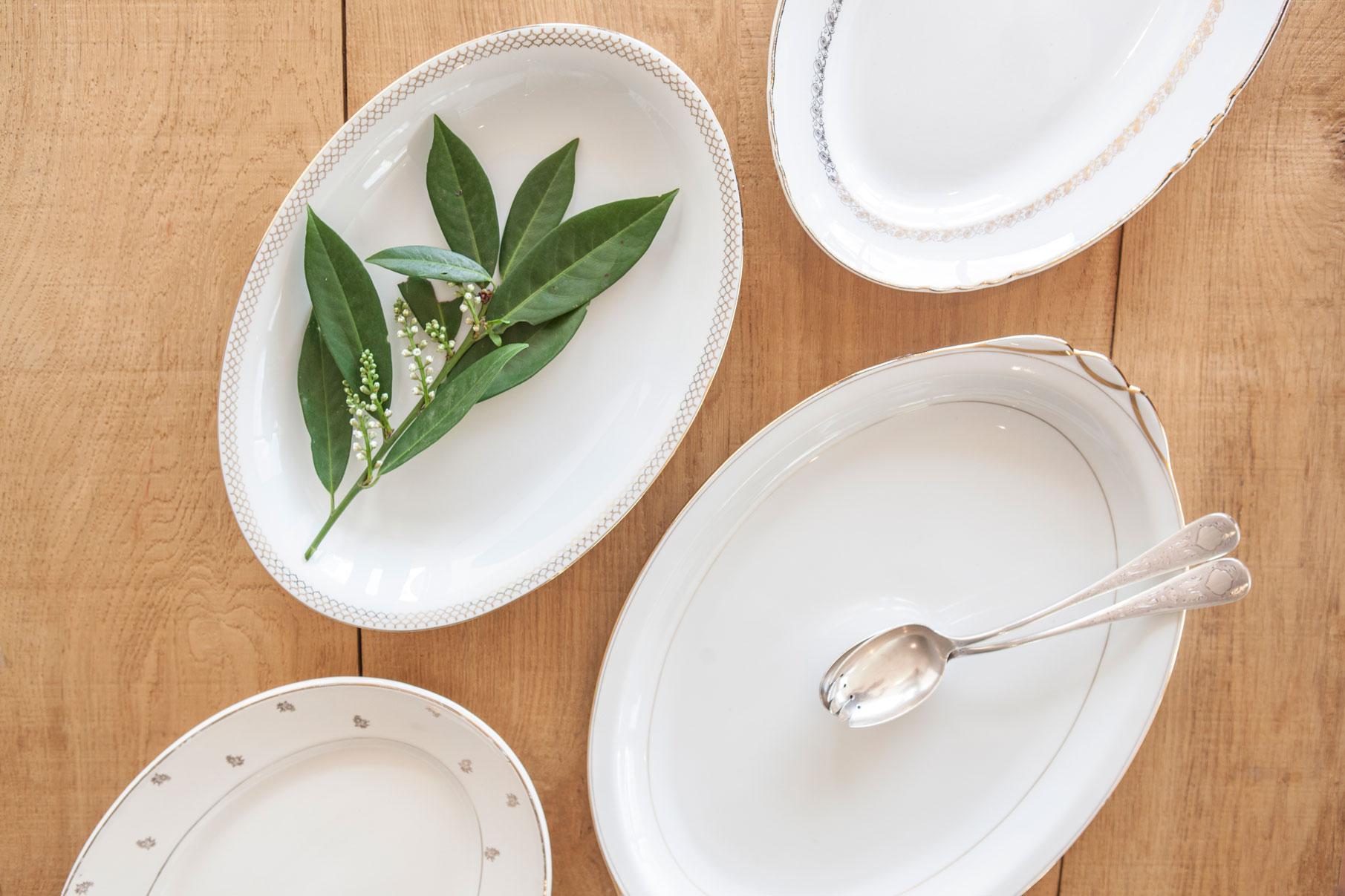 26313-plat-ovale-vintage-blanc-et-doré-copie