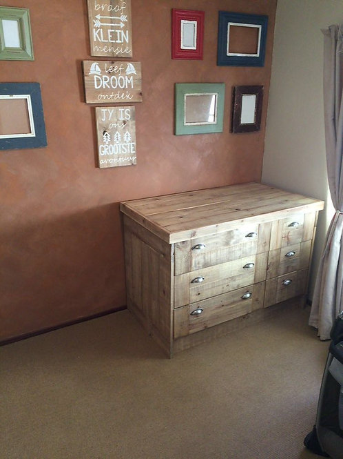 Old Barn DrawerCabinet / BabyCompactum
