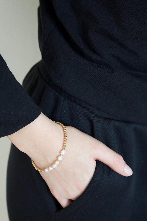 Gold Pearls Friendship Bracelet