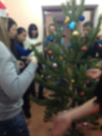 Украшаем новогоднюю ёлку в Opportunity Language School