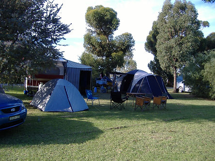 Accommodation caravan park camping Moulamein lake lakeside cabin site powered Moulamein hire rent rental moulameinlakesidecaravanpark trailer housing grassed