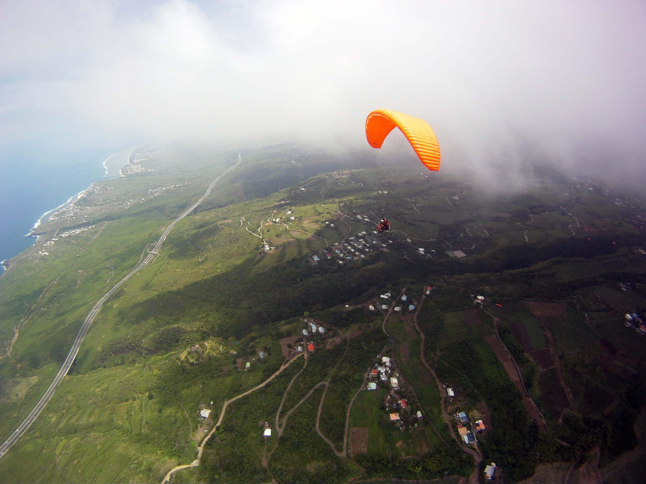 parapente_reunion_a_la_frontière_des_nuages