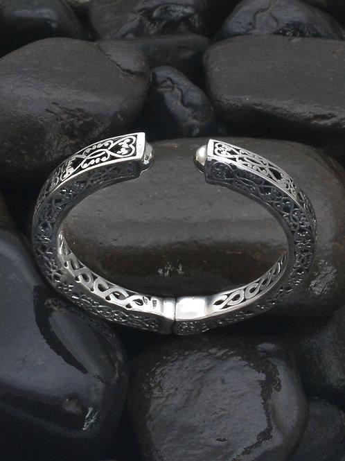 hinged bracelet carving