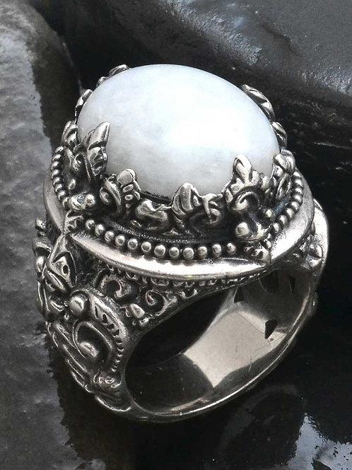 kind RAJA Ring with White Jade