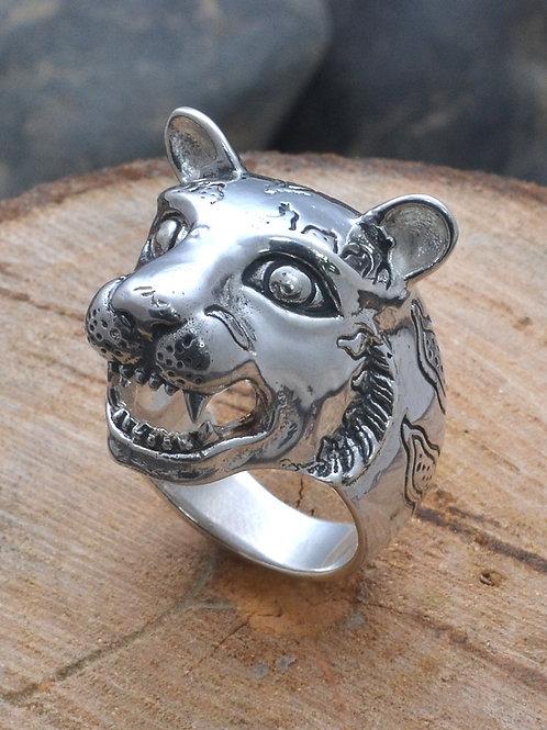 Macan ring