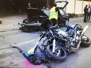 Un motard de la gendarmerie projeté contre un véhicule par un délinquant