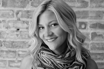 Michelle, Head Stylist at Chicago's Mixed Co. Salon, uses top hair cutting, supplying best hair stylist outcomes.