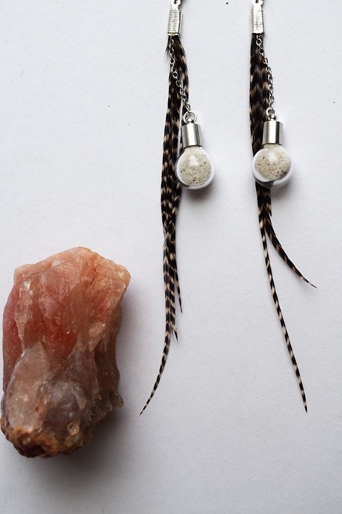 Feather and white sand eariings