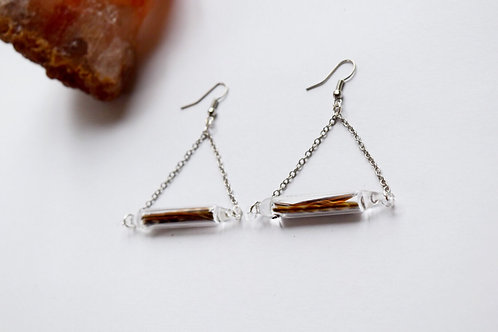 Triangle earrings with feathers
