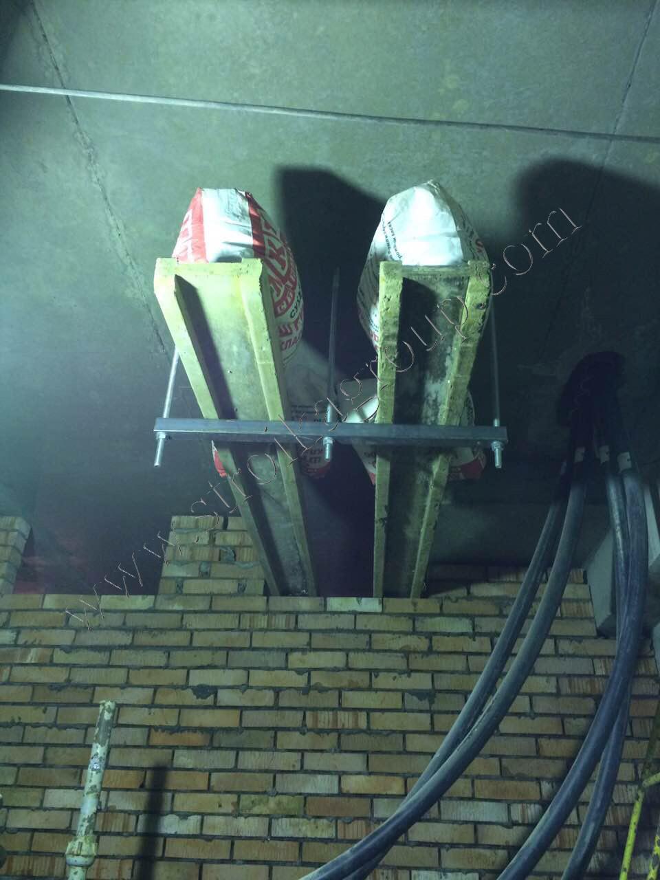 Устройство подвесных кронштейнов под силовой кабель