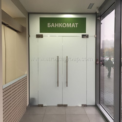 Цельностеклянная перегородка дверь
