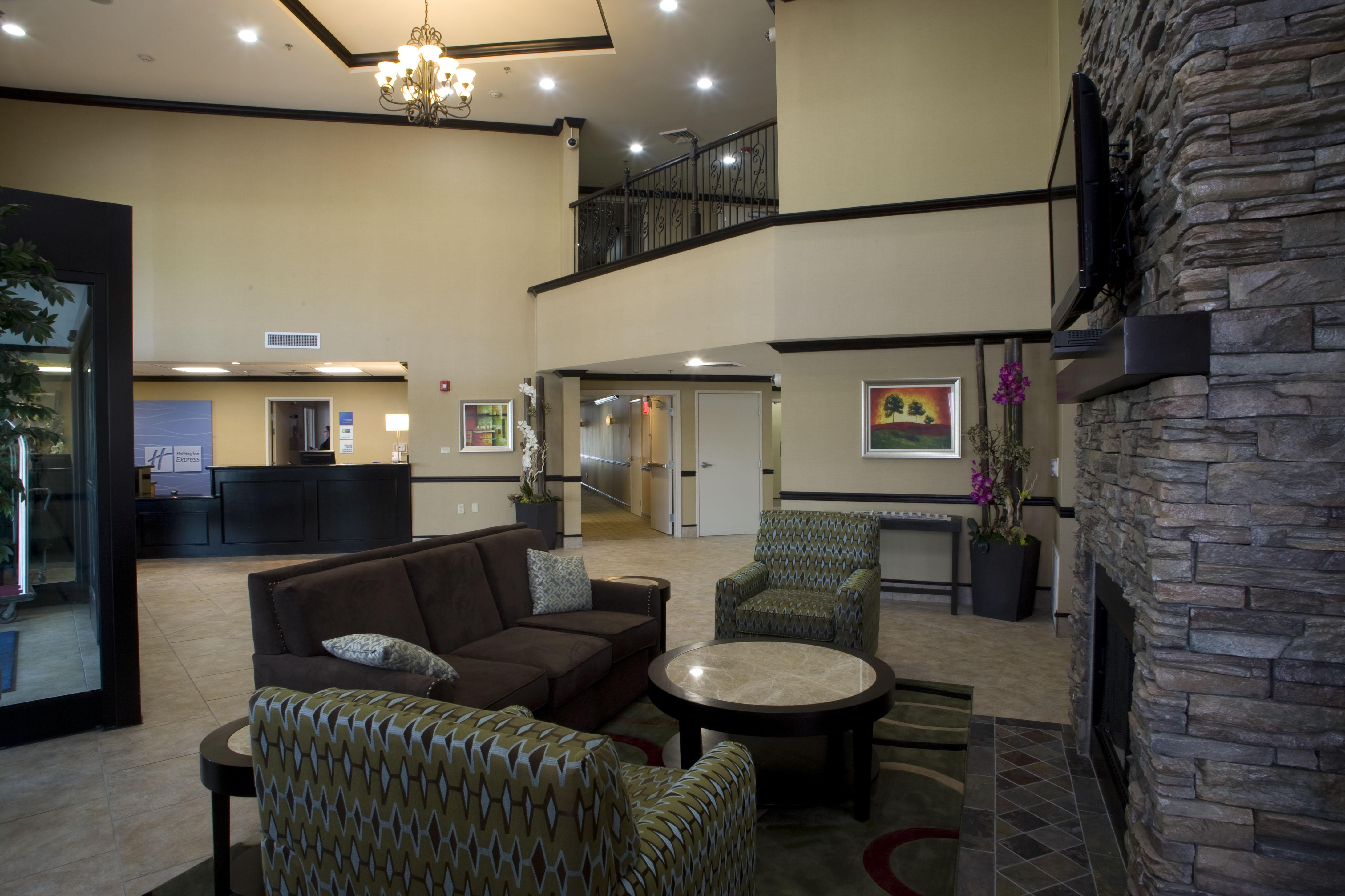 CH Holiday Inn Lobby