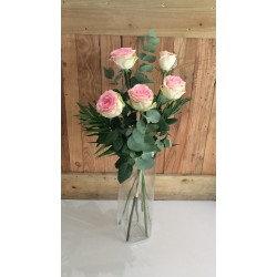 Bouquet de roses rose avec sa garniture( photo non contractuel