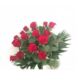 Bouquet de  roses rose courte  avec sa garniture( photo non contractuel)
