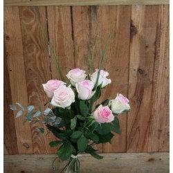 Bouquet de roses rose avec sa garniture( photo non contractuel)
