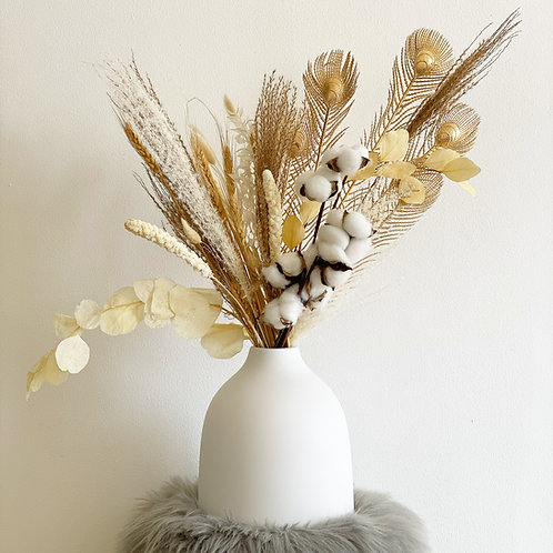 Neutral Dried Flowers Arrangement