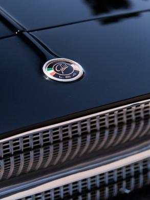 1961 Dual-Ghia L6.4 Emblem