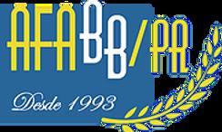 Sobre um retângulo na cor azul, está escrita a sigla A.F.A.B.B.-PR em letras amarelas, com as letras BB na cor branca. Logo abaixo, em letras pequenas no estilo manuscrito, está a frase: Desde 1993. E ao lado direito, a ilustração de um ramo de arruda na cor amarela.