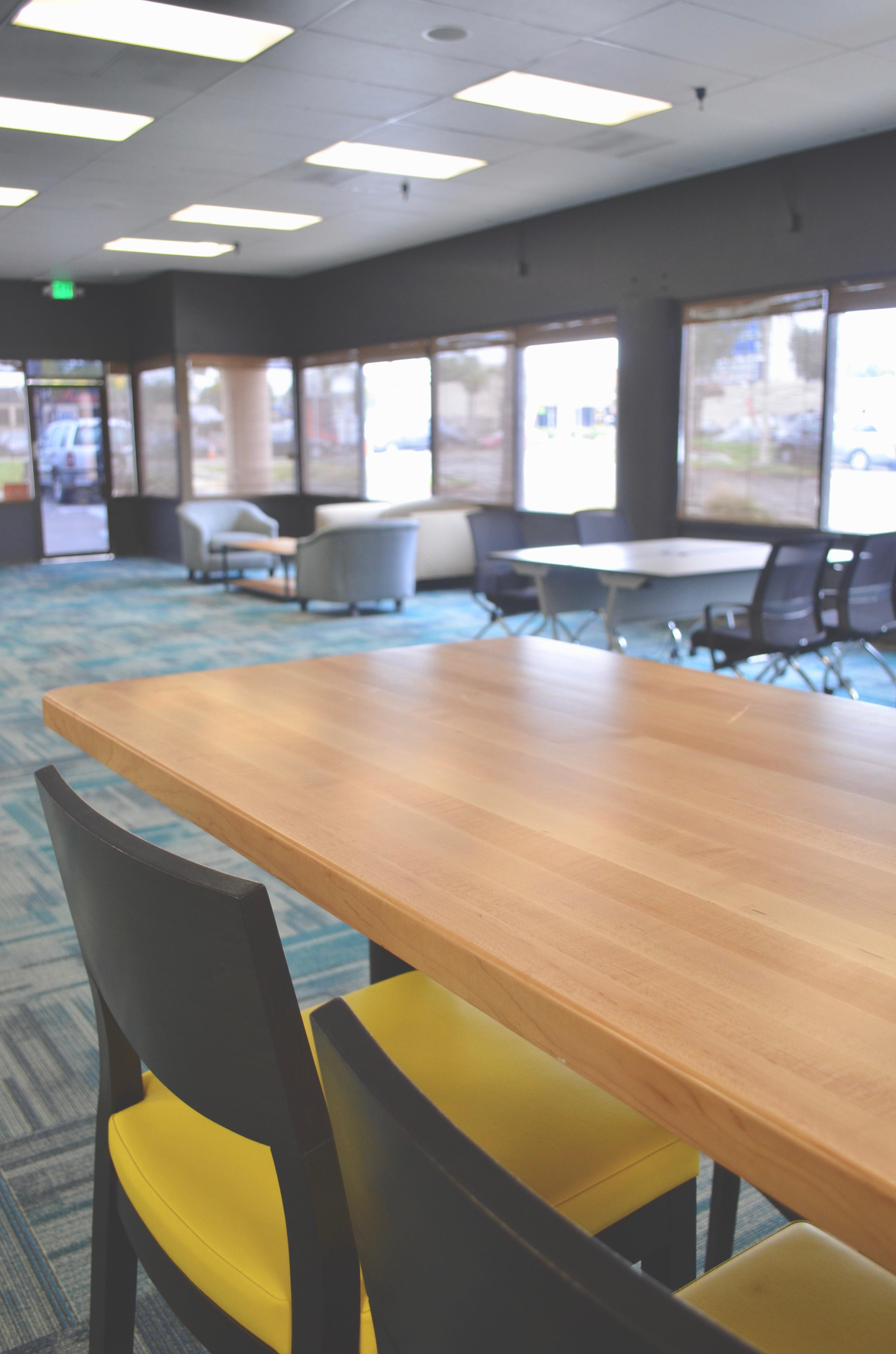 Communal Desk / Lounge