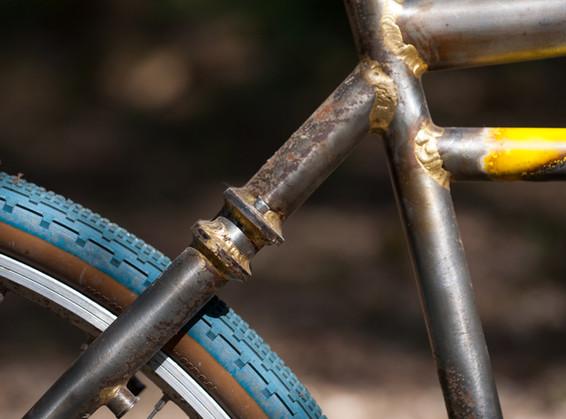 Klunker style gravel frameset with twin plate seatstay wishbone.