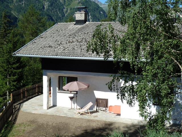 Terrasse mit Südost-Ausrichtung vor der Wohnung Mölltal