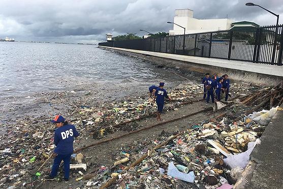 garbage-manila-bay-061118.jpg