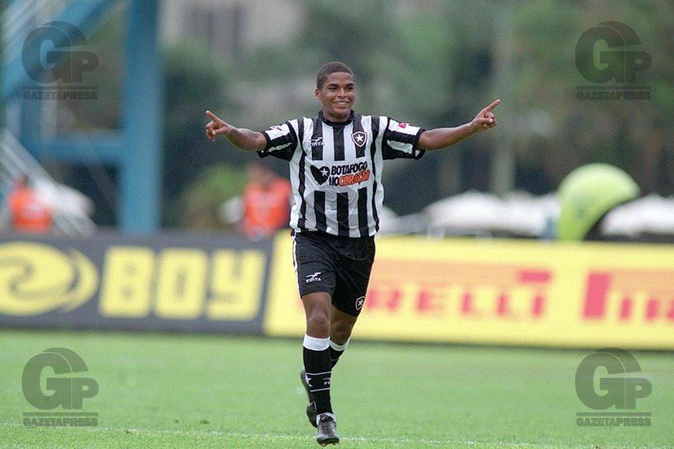 2003-04 - Almir Comemorando