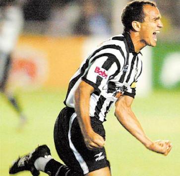 2003-04 - Sandro Comemorando