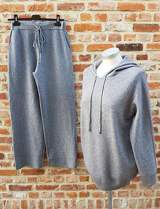 Sweater / Hoodie