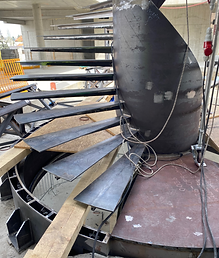 Zaměření skutečného provedení schodišťové konstrukce pro usazení nosných skel