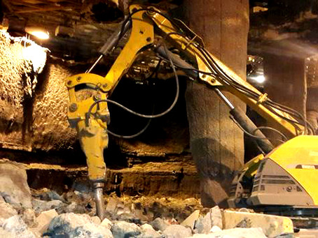 FURNACE REFRACTORY DEMOLITION IN A HOT STATE
