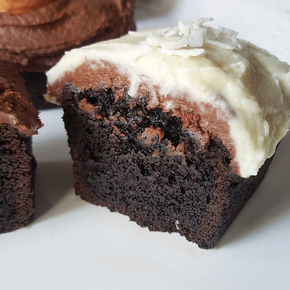 Mini Chocolate Loaf Cakes with Fudge and Vanilla Frosting | Low Carb | Keto
