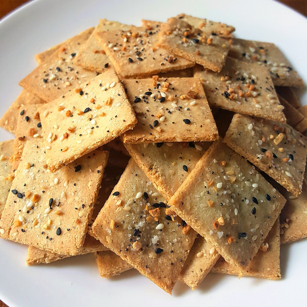 low carb gluten free crackers made with everything bagel seasoning