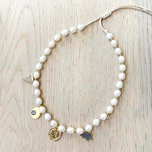 PEARL NECKLACE / 5 CHARMS
