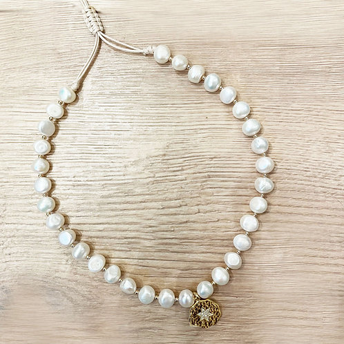 PEARL NECKLACE / 1 CHARM STAR