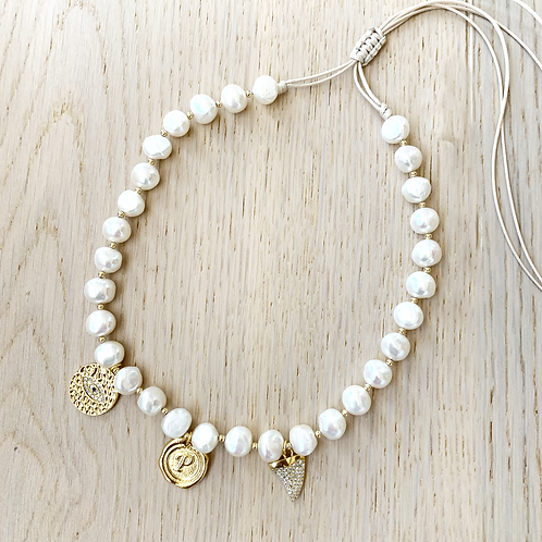 PEARL NECKLACE / 3 CHARMS