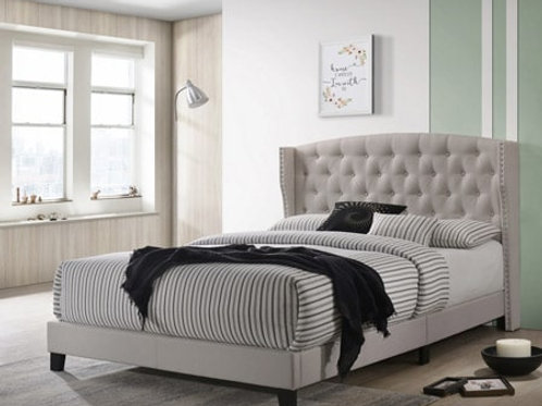 Upholstered buttons tufting bed RM70