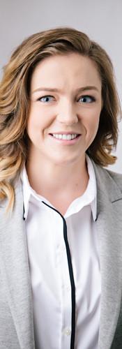 Female_business_headshot_vancouver.jpg