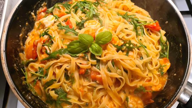 Creamy garlic tomato pasta
