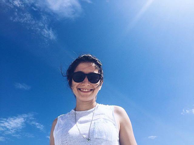 mulher céu azul sem nuvens @tassivale Tassiana Vale D' Elboux Tassi Vale