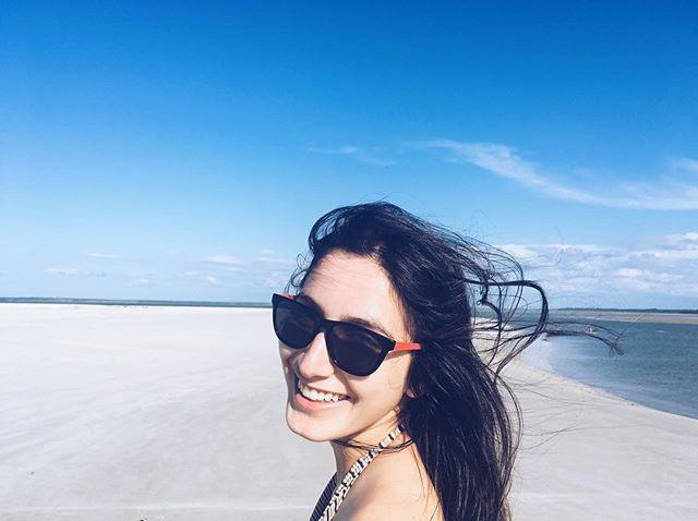 mulher na praia areia mar belém do pará norte brasil @tassivale Tassiana Vale D' Elboux Tassi Vale