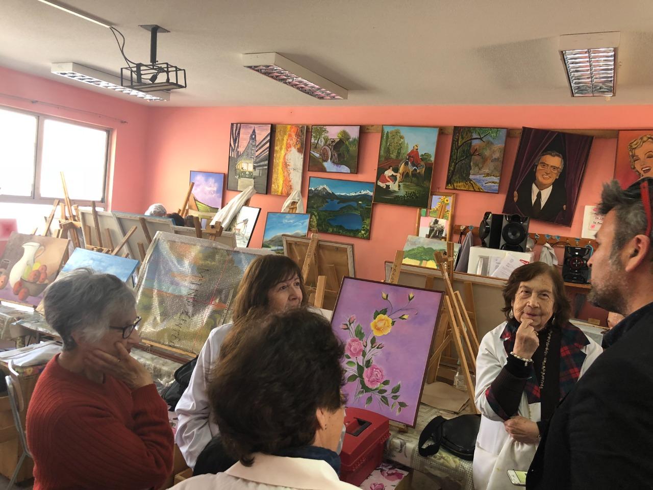 Con artistas de la Escuela de Bellas Artes de la Tercera Edad