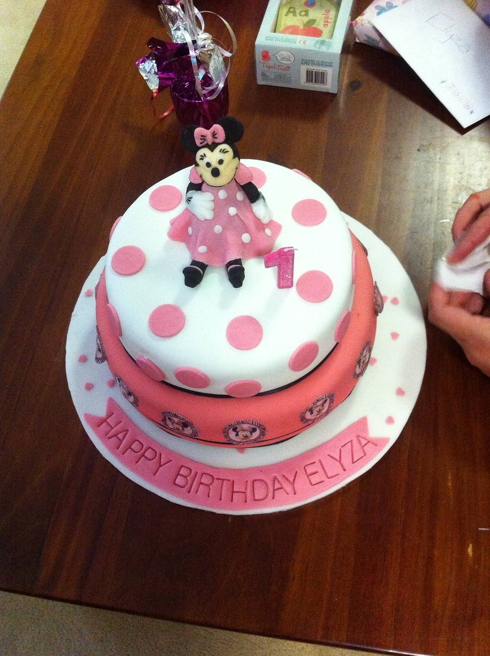 Minnie mouse cake above.JPG