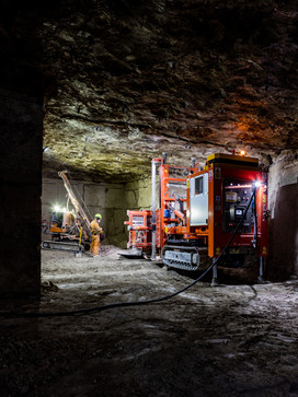 industrial stone cutting machine in portland stone mine