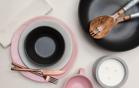 pink and grey plate set