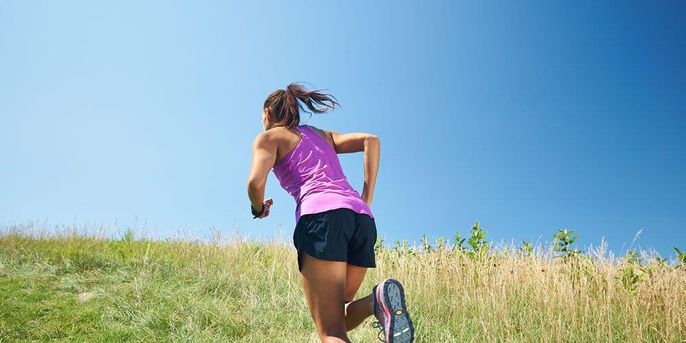 τρέξιμο σε ανηφόρα μέθοδος βελτίωσης της ταχύτητας