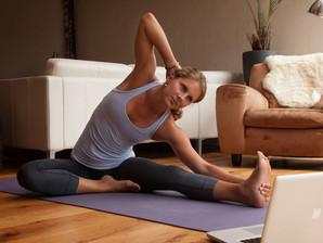 6 Βασικές διατάσεις για να κάνεις στο σπίτι την περίοδο της καραντίνας