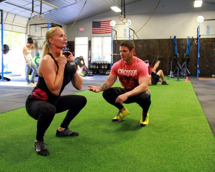 Η εκμάθηση της σωστής τεχνικής είναι μείζονος σημασίας για την αποτελεσματική προπόνηση στο crossfit. Όταν εκτελείς ασκήσεις υπό μέγιστη ένταση και κόπωση πρέπει η τεχνική σου να είναι άρτια. Για αυτό η παρουσία του προπονητή είναι πολύ σημαντική
